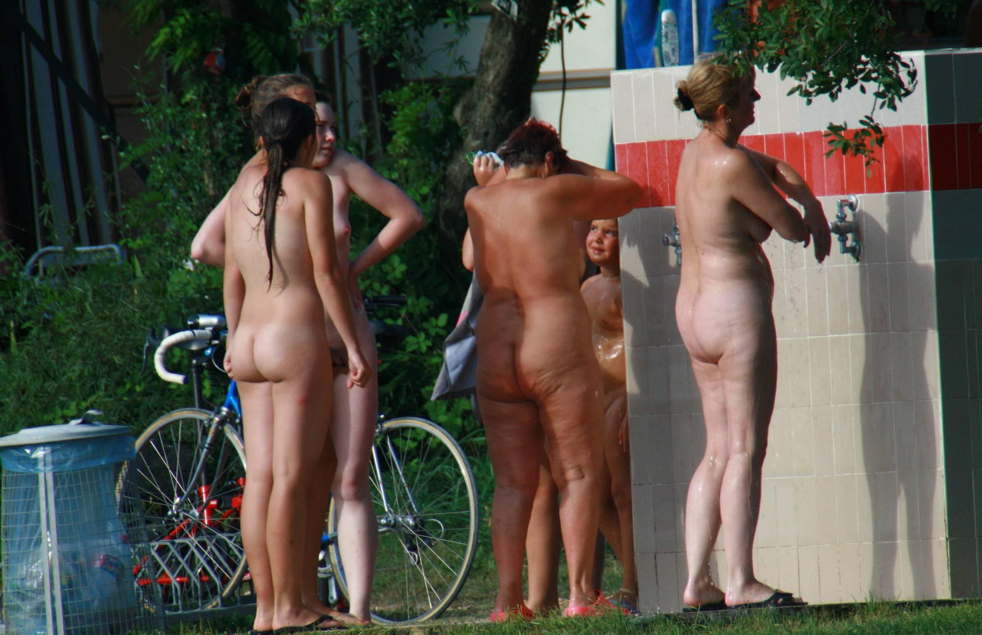 Nude Duet Group Shower - 2
