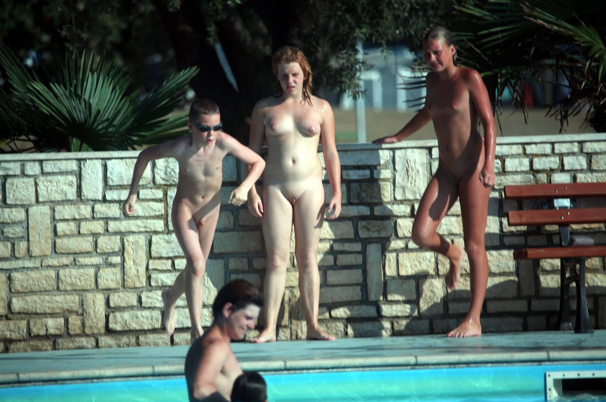 Purenudism Images Nudist Pool Group Gather - 1