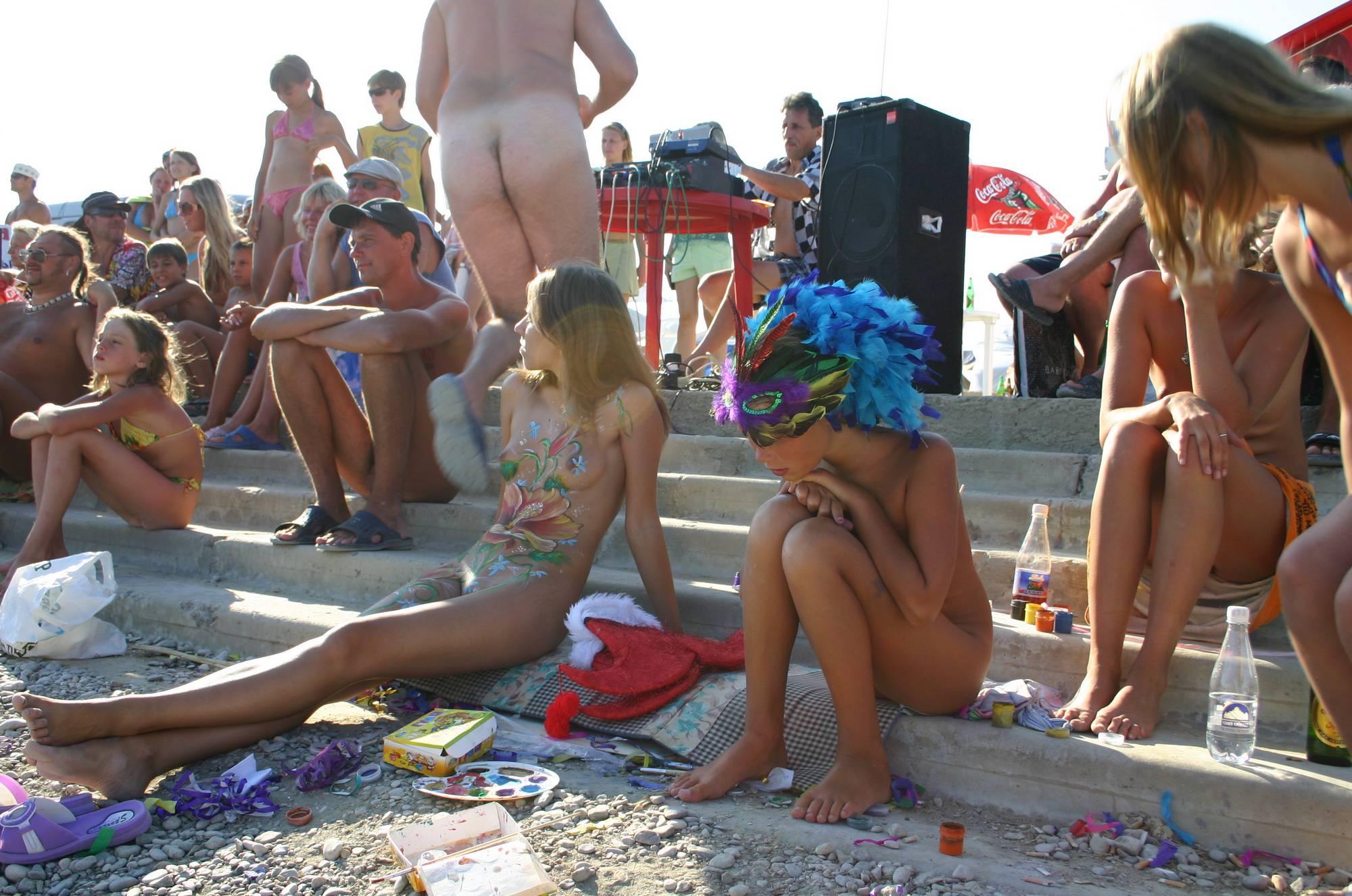 In Sidelines Naturist Girls - 1