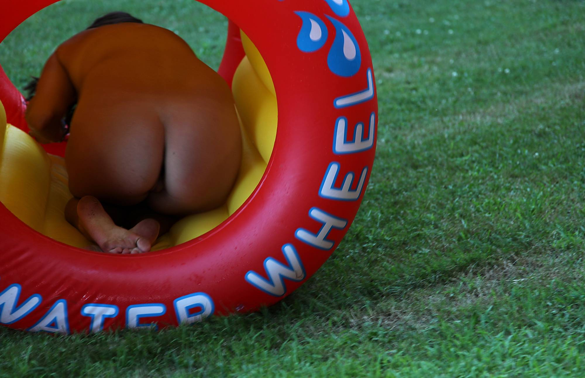 Pure Nudism Water Wheel Grass Roll - 1